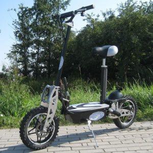 klappbarer Elektro-Roller und dieser E-Scooter Vision hat 1000W in den Farben Schwarz und Weiß